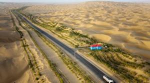 perierga.gr - Ο μεγαλύτερος δρόμος μέσα στην έρημο!