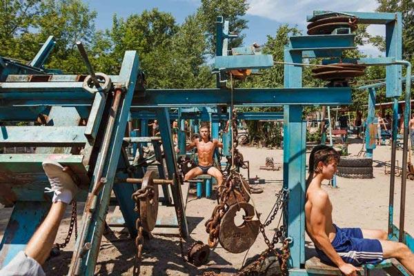 perierga.gr - To πιο hardcore γυμναστήριο στο Κίεβο!