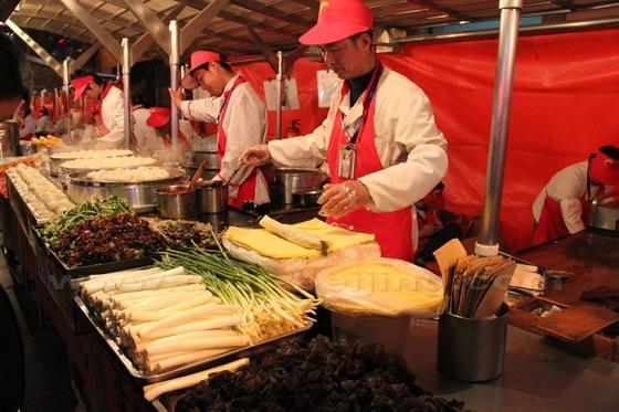 Perierga.gr - Παραδοσιακό κινέζικο πρωινό στο δρόμο!
