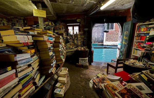 perierga.gr - Liberia Acqua Venezia: Βιβλιοθήκη στα κανάλια της Βενετίας!