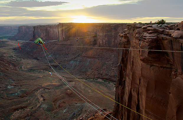perierga.gr - Extreme κάμπιγκ σε ύψος 130 μέτρων!