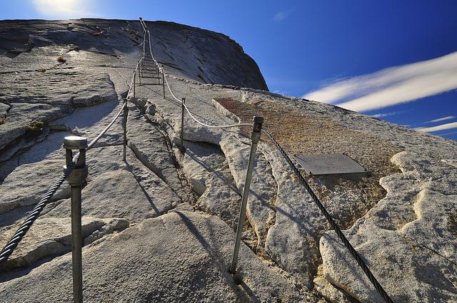 perierga.gr - Yosemite Cable Hike: Μια συγκλονιστική ανάβαση!