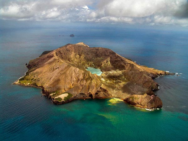 perierga.gr - Το μοναδικό ηφαίστειο με πρόσβαση στον κρατήρα του!