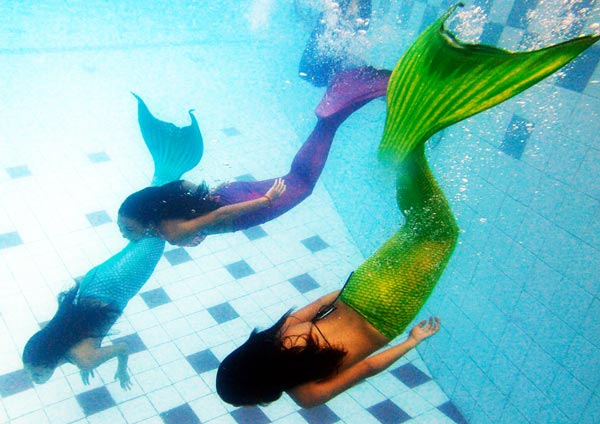 perierga.gr - Ακαδημία Κολύμβησης για… γοργόνες!