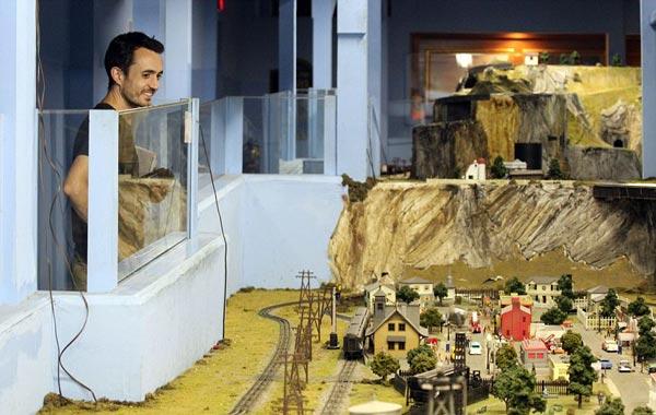 perierga.gr - Το μεγαλύτερο μοντέλο σιδηροδρόμου στον κόσμο!