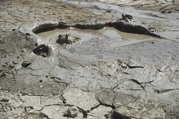 perierga.gr - Ηφαίστεια λάσπης: Ένα απόκοσμο τοπίο!