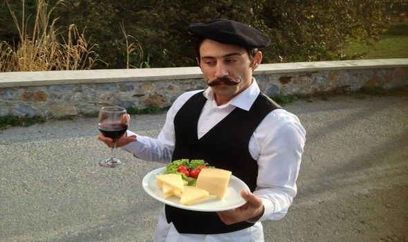 perierga.gr - Ξενάγηση στη Νάξο μέσα από ένα χιουμοριστικό βίντεο