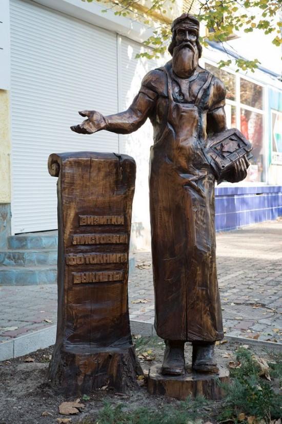 perierga.gr - Κάτοικος μεταμορφώνει την πόλη του σε γκαλερί τέχνης!