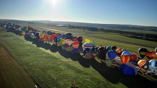 perierga.gr - Εκατοντάδες μπαλόνια γέμισαν το γαλλικό ουρανό!
