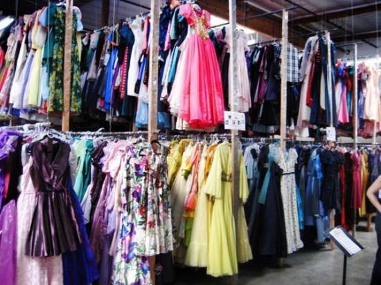 perierga.gr - Αγόρασε στη γυναίκα του 55.000 φορέματα σε 56 χρόνια!