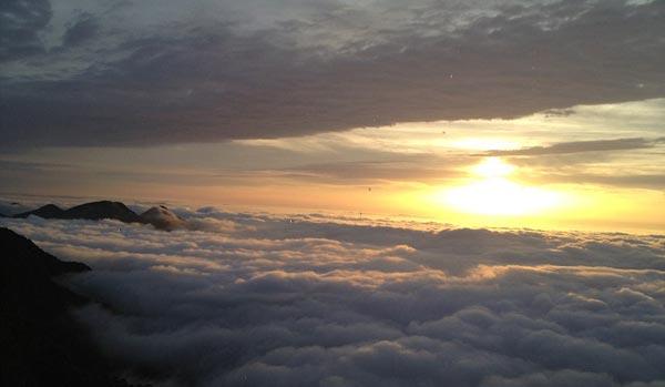 "perierga.gr - ""Περπατώντας"" στα σύννεφα!"