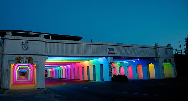 perierga.gr - Εντυπωσιακή μεταμόρφωση σταθμού με φως!