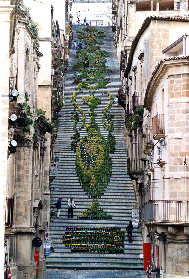 perierga.gr - Μια ολάνθιστη σκάλα!