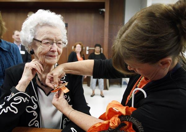 perierga.gr - Απολυτήριο Λυκείου πήρε 99χρονη από την Αϊόβα!