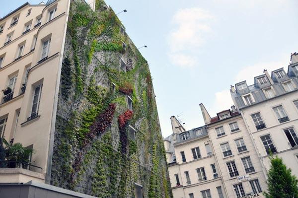 """perierga.gr - Ο νέος """"κάθετος"""" κήπος του Blanc στο Παρίσι"""