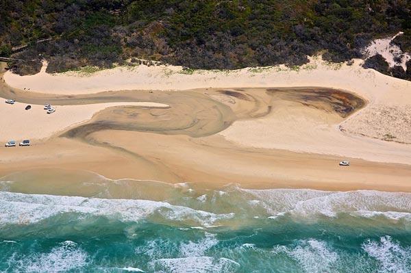 perierga.gr - Οι παράξενοι αμμόλοφοι του νησιού Fraser που μετακινούνται