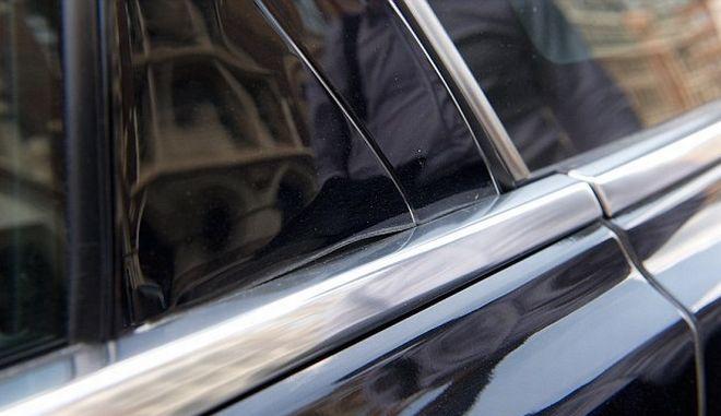 "Perierga.gr - Η αντανάκλαση ουρανοξύστη ""έλιωσε"" μια Jaguar"