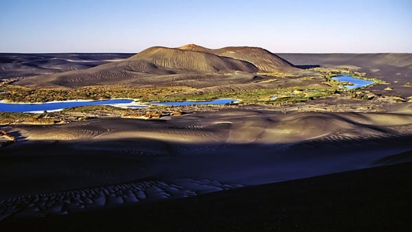 perierga.gr - Μια εκπληκτική όαση μέσα σε ηφαιστειακό κρατήρα!