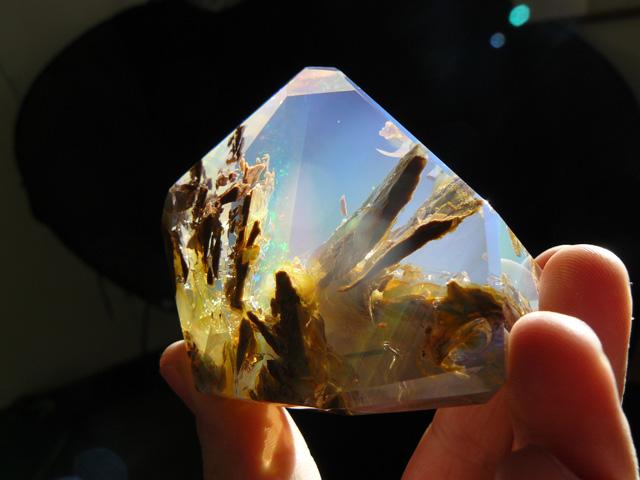 perierga.gr - Εντυπωσιακός φυσικός κρύσταλλος μοιάζει με... ενυδρείο!