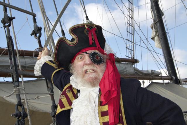 perierga.gr - Γιατί κάλυπταν οι πειρατές το ένα τους μάτι;