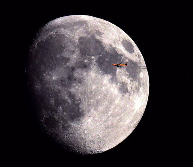 perierga.gr - Όταν τα αεροπλάνα πετάνε μπροστά από τον ήλιο & το φεγγάρι!