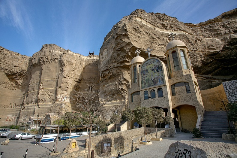 perierga.gr - Μια ξεχωριστή εκκλησία μέσα σε σπηλιά