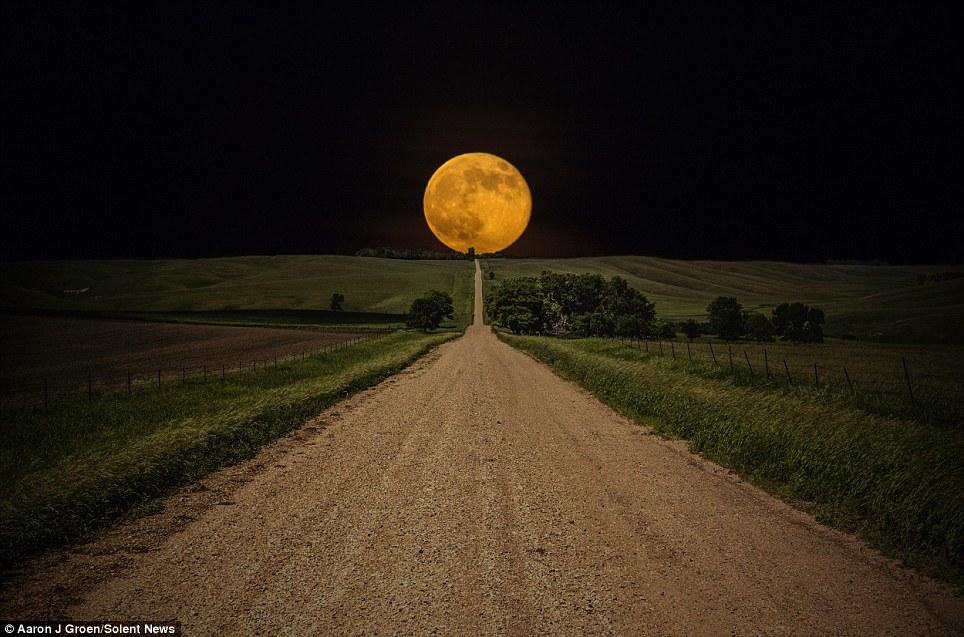 perierga.gr - Το ολόγιομο φεγγάρι είναι εκπληκτικό!