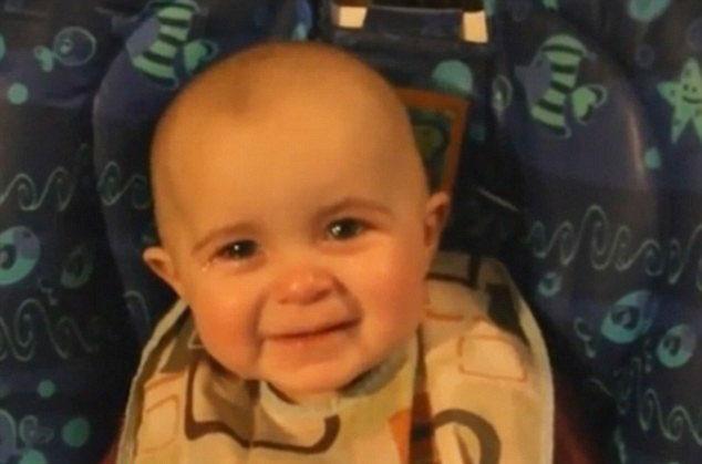 perierga.gr - Mωρό κλαίει με λυγμούς ακούγοντας τη μαμά να τραγουδά!