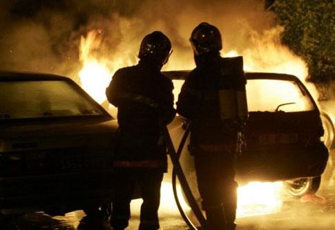 Perierga.gr - Γύρισε σε φλεγόμενο σπίτι για να σώσει... τις μπύρες του