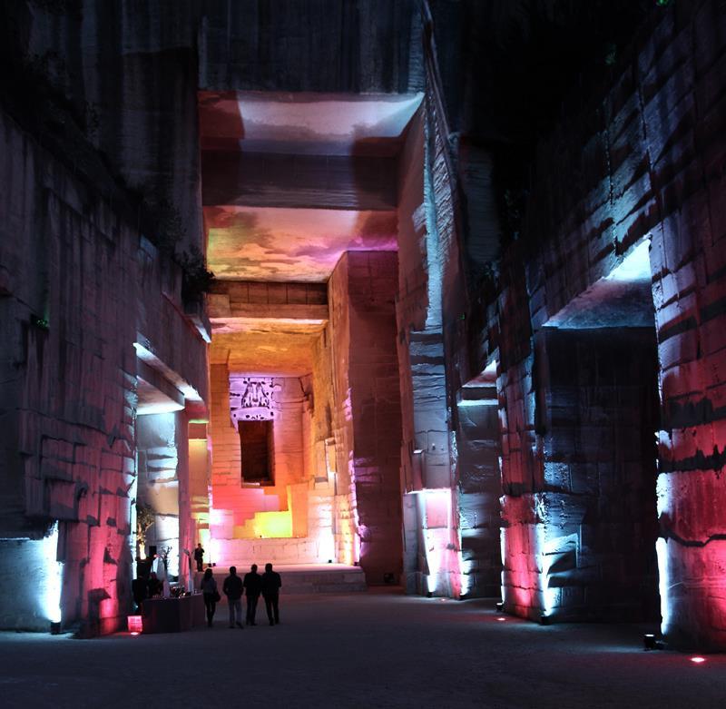perierga.gr - Εκπληκτικό υπερθέαμα ήχου και φωτός στη Γαλλία!