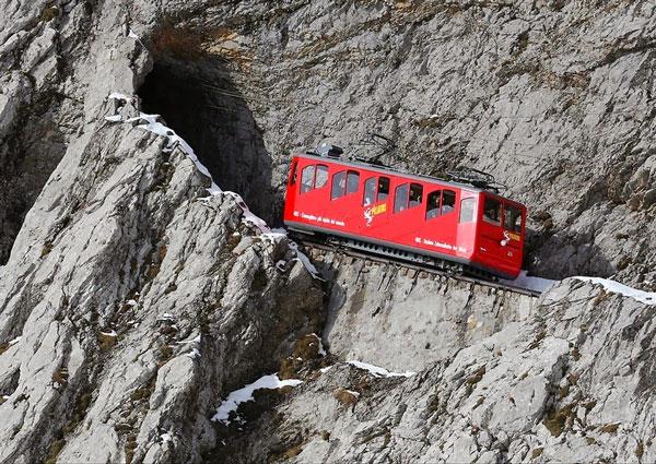 perierga.gr - Η πιο απότομη σιδηροδρομική γραμμή στον κόσμο!