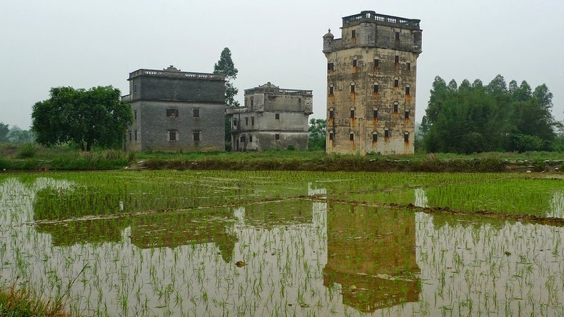 perierga.gr - Τα εκατοντάδες παράξενα πυργόσπιτα της Κίνας!