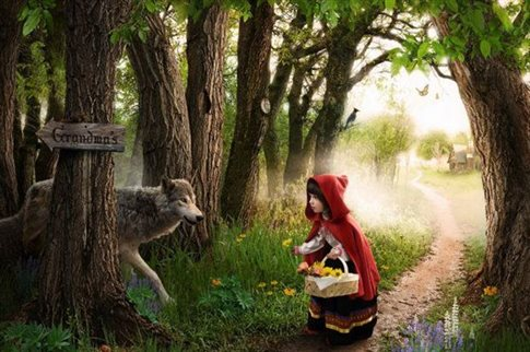 Perierga.gr - Από πού κρατάει η σκούφια της Κοκκινοσκουφίτσας