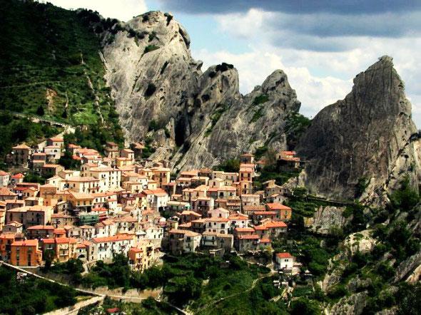"perierga.gr - Pietrapertosa: Το ""Γκστάαντ"" της Ιταλίας!"