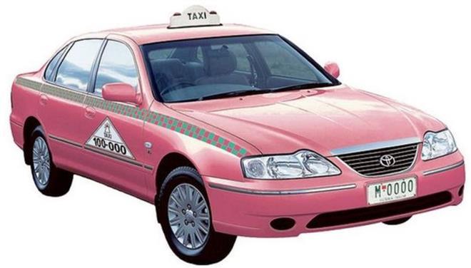 perierga.gr - Ταξί ροζ χρώματος, μόνο για γυναίκες!
