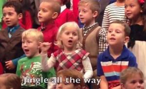 perierga.gr - 5χρονη τραγουδά στη νοηματική για τους κωφούς γονείς της!