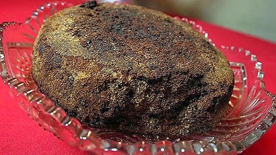 perierga.gr - 125 ετών... εδώδιμο κέικ και κρασάκι 300 χρόνων!