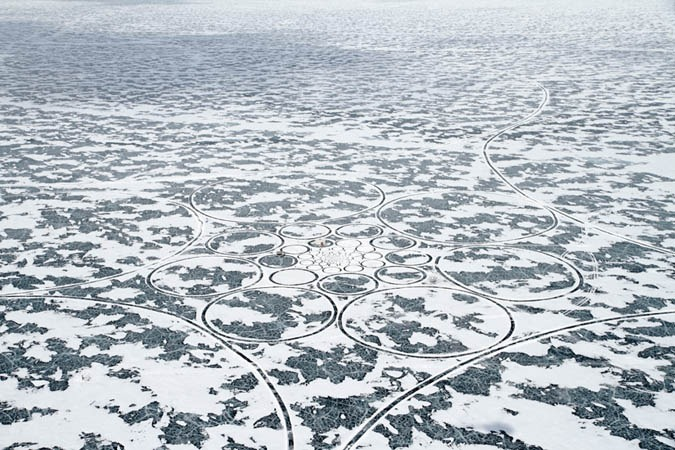 perierga.gr - Παγωμένο... έργο Τέχνης στη λίμνη Βαϊκάλη!