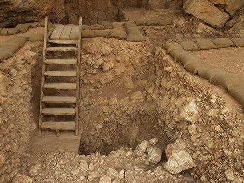 perierga.gr - Αρχαίο τζάκι είναι αρχαιότερο από τον Homo sapiens!
