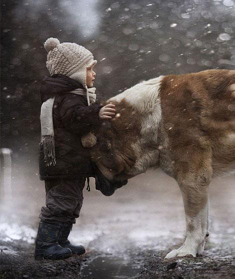 perierga.gr - Το απόλυτο δέσιμο δύο αδελφών με τα ζώα!
