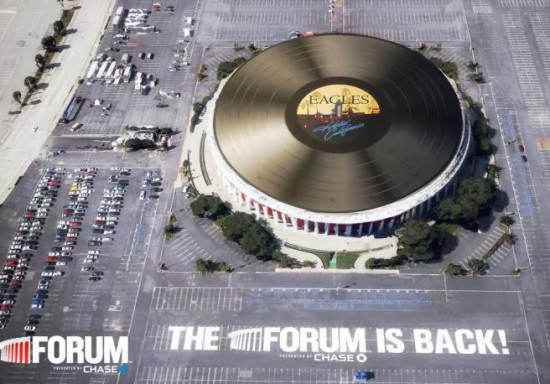 perierga.gr - Ο μεγαλύτερος δίσκος βινυλίου στον κόσμο!