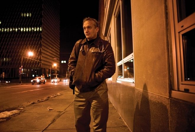 Perierga.gr - Γιατρός ντύνεται άστεγος για να βοηθάει όσους είναι στο δρόμο!