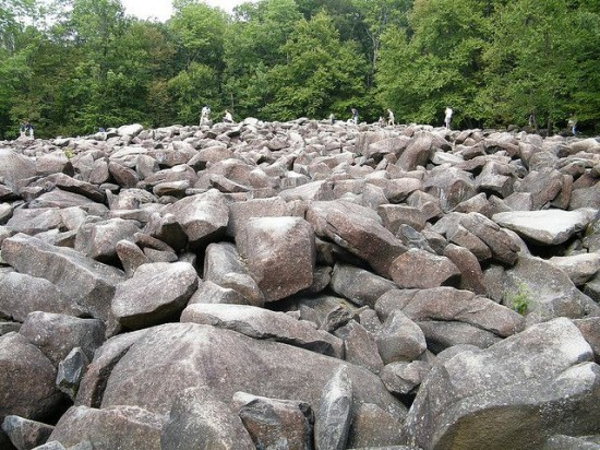 perierga.gr - Τα παράξενα βράχια που κουδουνίζουν!