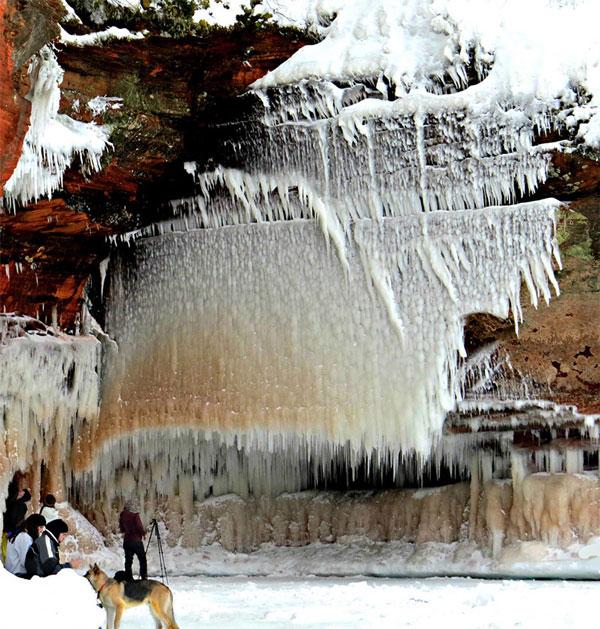 perierga.gr - Η παγωμένη ομορφιά της λίμνης Superior!