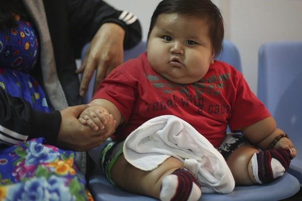 Perierga.gr - Μωρό γίγας: 8 μηνών ζυγίζει ήδη 21 κιλά!
