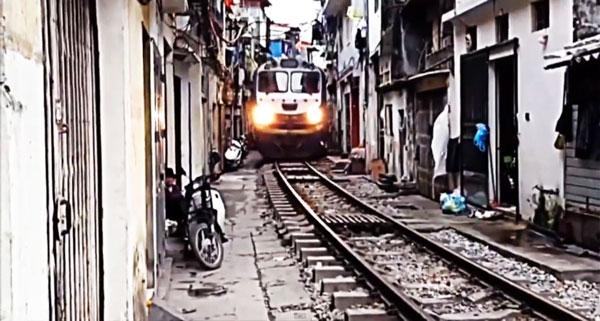 perierga.gr - Η πιο παράξενη σιδηροδρομική γραμμή!
