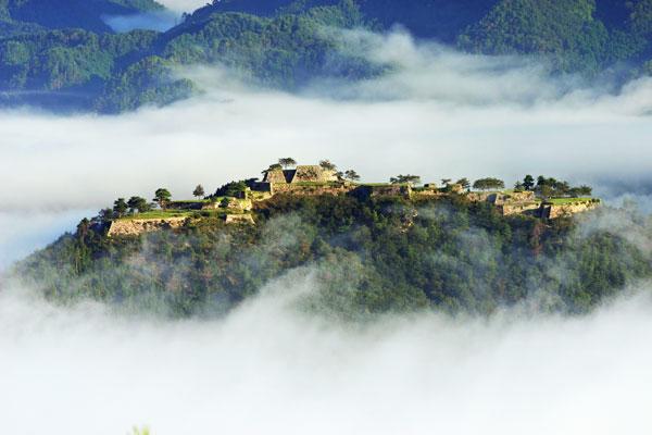 perierga.gr - Εκπληκτικό κάστρο στον... ουρανό!