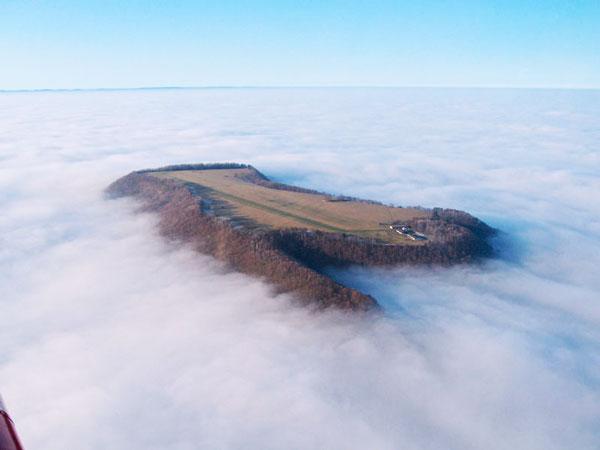 perierga.gr - Αεροδρόμιο στα σύννεφα!