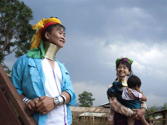 "perierga.gr - Οι γυναίκες της Βιρμανίας με τα ""δαχτυλίδια"" στο λαιμό!"