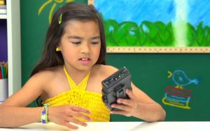 perierga.gr - Αντιδράσεις παιδιών σε παλιά walkman φέρνουν γέλιο! (βίντεο)